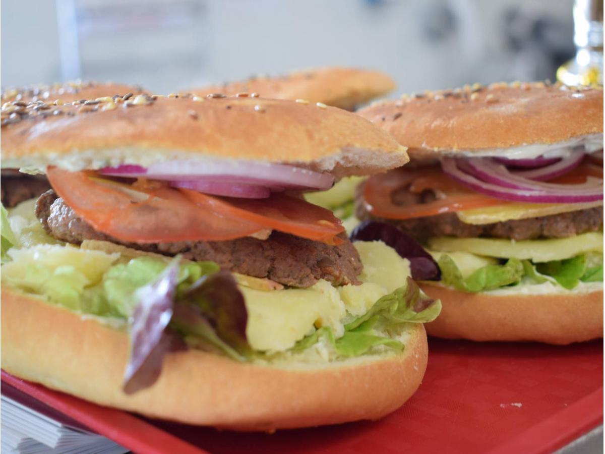 Burger maison au Refrain (Tomme bio)